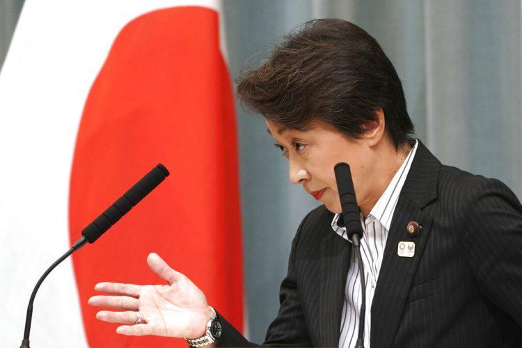 La ministra a cargo de los Juegos Olímpicos de Tokio, Seiko Hashimoto, en una conferencia de prensa en septiembre de 2019. Foto: Eugene Hoshiko, archivo/AP.