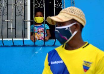 Más de 6.700 de los contagiados en Ecuador están estables en aislamiento domiciliario, 234 permanecen en condición estable pero hospitalizados, 141 son casos con pronóstico reservado y 922 han recibido alta hospitalaria. Foto: EFE/Marcos Pin/Archivo