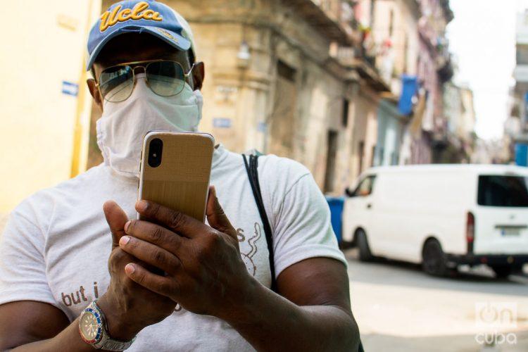 Etecsa desmiente rumores sobre el servicio de recargas a Cuba desde el exterior. Foto: Otmaro Rodríguez/Archivo OnCuba.
