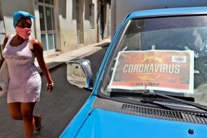 Cuba va cerrando abril con mil 501 contagios totales y 61 muertes, datos confirmados con la actualización de los registros ofrecidos por el Minsap este jueves. Foto: EFE/Ernesto Mastrascusa