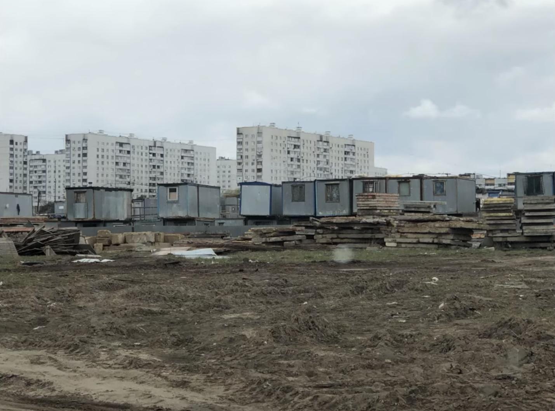 En estos contenedores viven algunos cubanos varados en Moscú en este momento. Foto: Pedro Luis García Suárez.