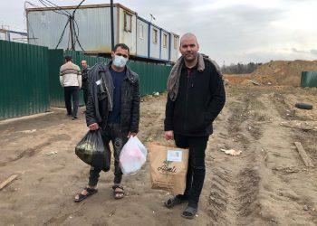 """Yunior González y Eduardo Mesa, dos espirituanos que vendieron todo lo que tenían en Cuba y llegaron a Rusia hace ocho meses como parte de un grupo de 39 traídos por un """"diablo"""" que nunca pagó y se esfumó."""
