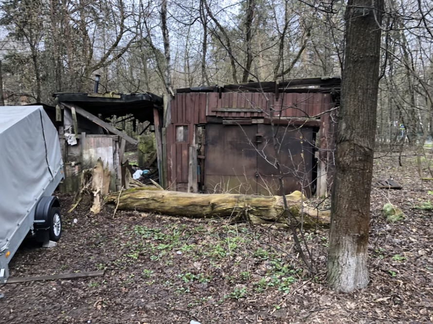 Esta casuchas de madera es el único lugar donde pueden vivir muchos cubanos que están hoy en condiciones muy precarias en Moscú. Foto: Pedro Luis García Suárez.