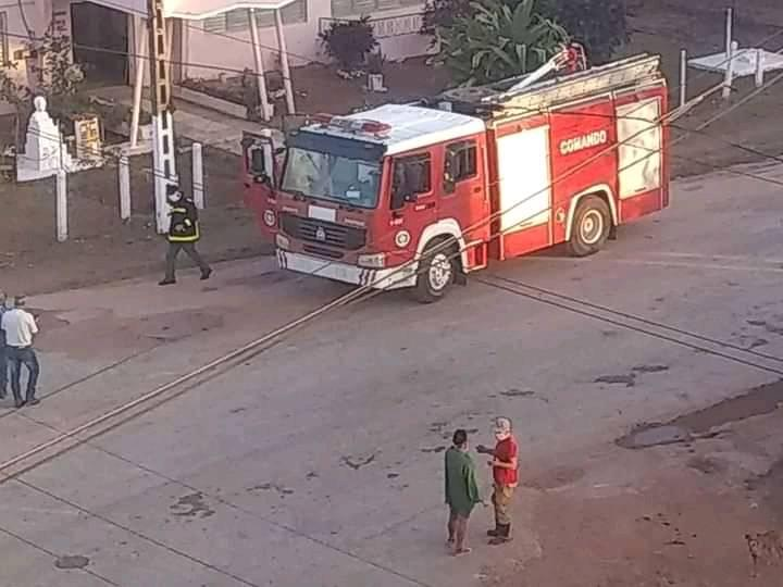 Fuerzas del Cuerpo de Bomberos que participaron en el control de un incendio en la comunidad de Motembo, al norte de Villa Clara, el 24 de abril de 2020. Foto: Livanis Moya / Vanguardia.