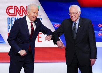 Joe Biden y Bernie Sanders en el debate demócrata el 15 de marzo del 2020 en Washington. Foto: AP/Evan Vucci.