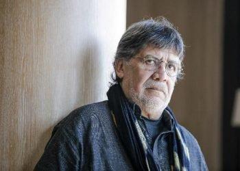A finales de febrero, durante su participación en un festival literario en el norte de Portugal, Sepúlveda presentó los primeros síntomas de lo que entonces se interpretó como un fuerte resfriado. Foto tomada de https://www.impala.pt/