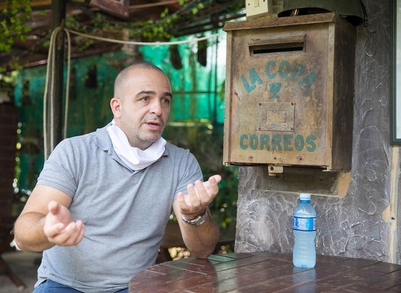 Enrique Suárez, propietario del restaurante Toca Madera, durante una entrevista con la agencia Efe, en La Habana. Foto: Yander Zamora / EFE.