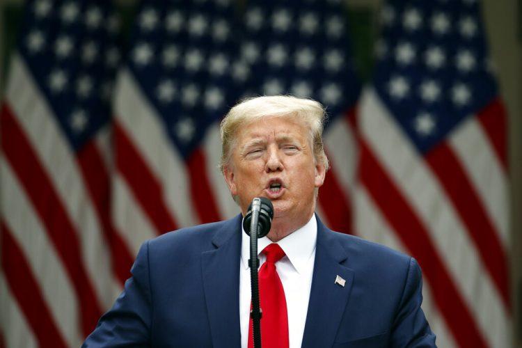 El presidente estadounidense Donald Trump habla en los jardines de la Casa Blanca el viernes, 29 de mayo del 2020. Foto: AP/Alex Brandon.
