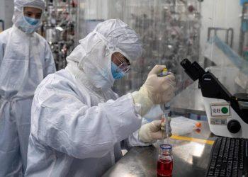 Los resultados de la primera fase de ensayos clínicos de una vacuna china contra el coronavirus SARS-CoV-2 ha sido positivos. Foto: el país.com.co