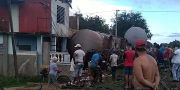 Descarrilamiento de un tren de carga en la zona de La Piñera, en Ciego de Ávila, Cuba, el 16 de mayo de 2020. Foto: Yanet Leyvas Martínez / Facebook.