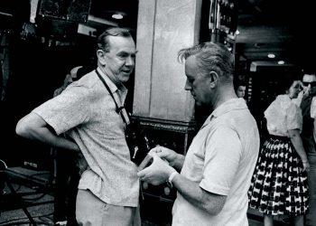 El escritor Graham Greene (izquierda) hablando con el actor Alec Guinness en el Sloppy Joe's durante el rodaje de Nuestro hombre en La Habana. Foto: Peter Stackpole / LIFE.