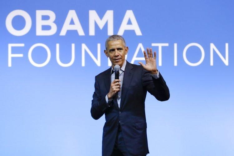 En esta fotografía de archivo, Obama habla en el evento Gathering of Rising Leaders in the Asia Pacific, organizado por la Fundación Obama en Kuala Lumpur, Malasia. Foto:/Vincent Thian/AP.