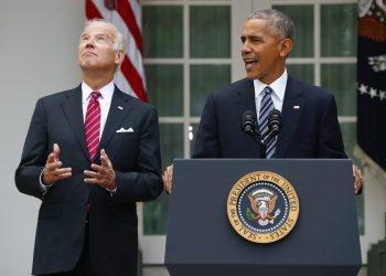 En esta foto de archivo del 9 de noviembre de 2016, el entonces vicepresidente Joe Biden eleva la vista mientras el presidente Barack Obama habla en el rosedal de la Casa Blanca, Washington. Foto: AP/Pablo Martinez Monsivais.