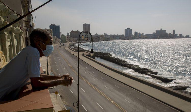 En el caso de la COVID-19, el anuncio de los ensayos clínicos para la nueva vacuna llega en un momento en el que se han registrado algunos rebrotes -principalmente en La Habana y alrededores- después de que el virus pareciera controlado. Foto: Ismael Francisco/ AP