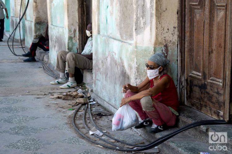 El rango de edad más afectado mortalmente por la COVID-19 en Cuba es el de 80 a 89 años, con 26 pacientes fallecidos. Foto: Otmaro Rodríguez.