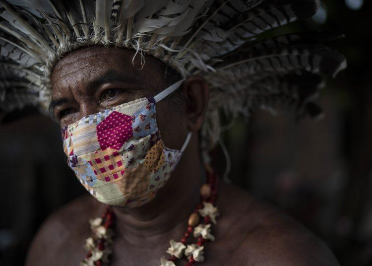 Pedro dos Santos, líder de la comunidad Parque de Naciones Indígenas, en Manaus, Brasil, el 10 de mayo de 2020. Foto: AP/Felipe Dana