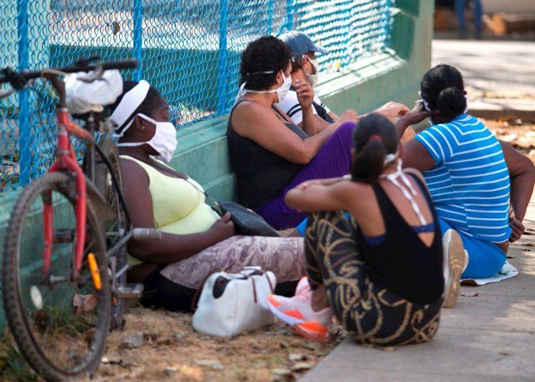 Hasta la medianoche del lunes, Cuba registraba mil 685  enfermos por la Covid-19. 69 es el número de víctimas fatales. Foto: EFE/Yander Zamora/Archivo.