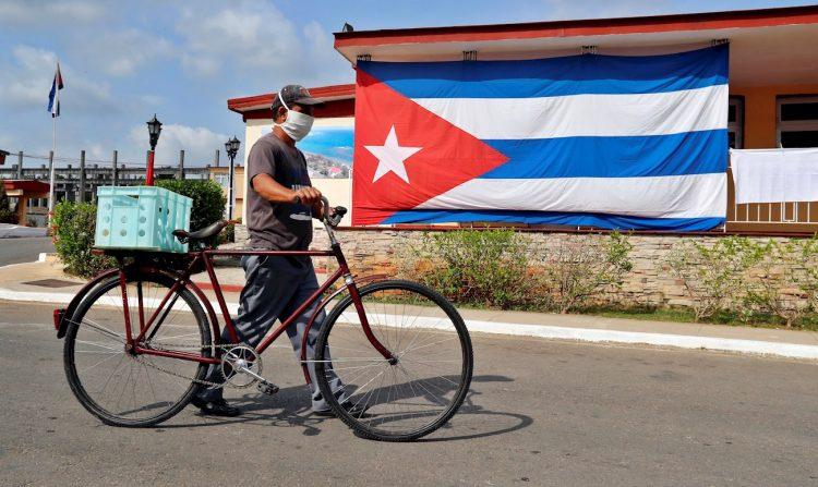 Las provincias que detectaron nuevos contagios ayer fueron La Habana (16), Matanzas (1), Santiago de Cuba (1) e la Isla de la Juventud (1). Foto: EFE/Ernesto Mastrascusa/Archivo.