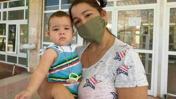 El niño de ocho meses Olver Venegas recibió el alta hospitalaria tras 27 días ingresado por ser positivo al coronavirus. Foto: acn.cu