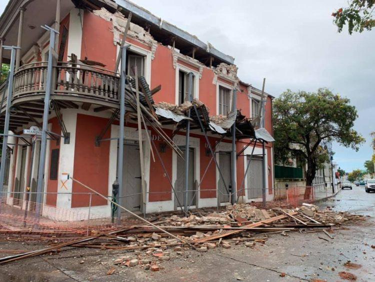 Daños causados en el sur de Puerto Rico por un sismo, el 2 de mayo de 2020. Foto: @Dereckb / Twitter.