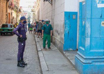 Autoridades de la capital cubana tomarán endurecerán las medidas de aislamiento social en La Habana Vieja. Foto: Otmaro Rodríguez.