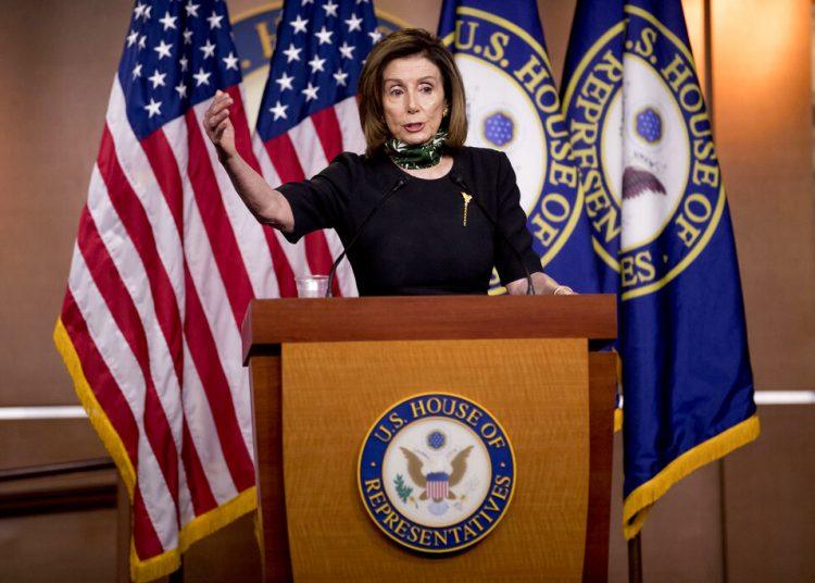 La presidenta de la Cámara de Representantes, la demócrata Nancy Pelosi, habla el jueves 14 de mayo de 2020 en una conferencia de prensa en el Capitolio. Foto: Andrew Harnik/AP.