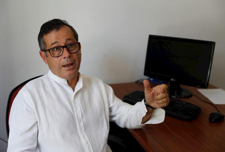 Fotografía del 15 de mayo de 2020 que muestra al presidente de la Asociación de Empresarios Españoles en Cuba, Xulio Fontecha, durante una entrevista con Efe en La Habana. Foto: EFE/ Yander Zamora.