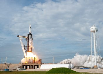 Un cohete SpaceX Falcon 9 despega del complejo de lanzamiento 39A en el Centro Espacial Kennedy de la NASA el 19 de enero de 2020. Llevaba la nave espacial Crew Dragon y realizaba pruebas de suspensión de vuelo sin tripulación. Foto NASA/Tony Gray
