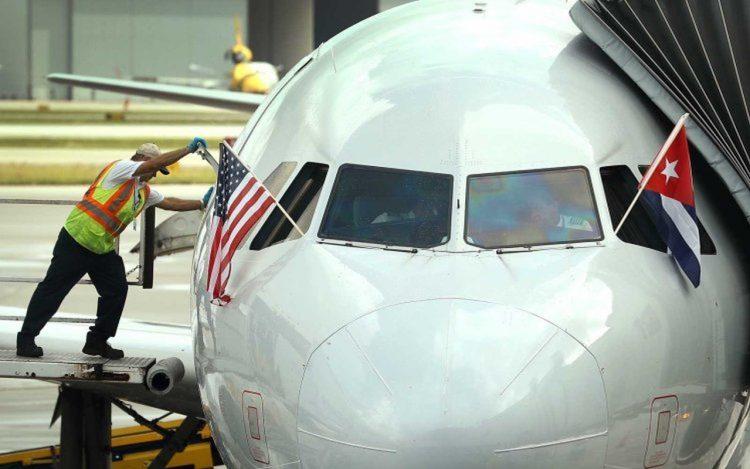 Un avión estadounidense en el aeropuerto de La Habana el año pasado.   Getty (Archivo)