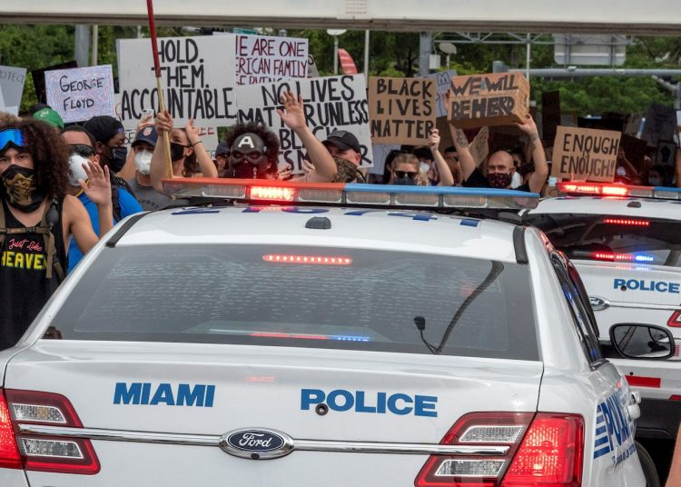 La manifestación en Miami el miércoles en protesta por la muerte de George Floyd. | Cristóbal Herrera