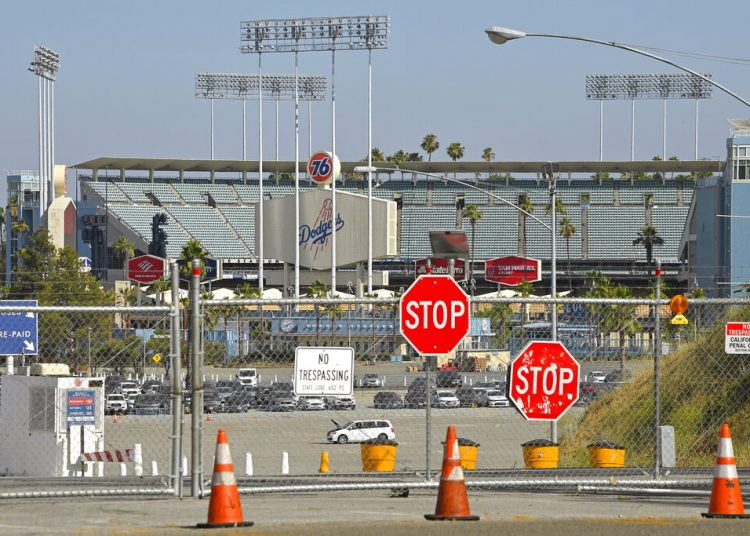 La foto del miércoles 24 de junio de 2020 muestra el Dodger Stadium de Los Ángeles (AP Foto/Mark J. Terrill)