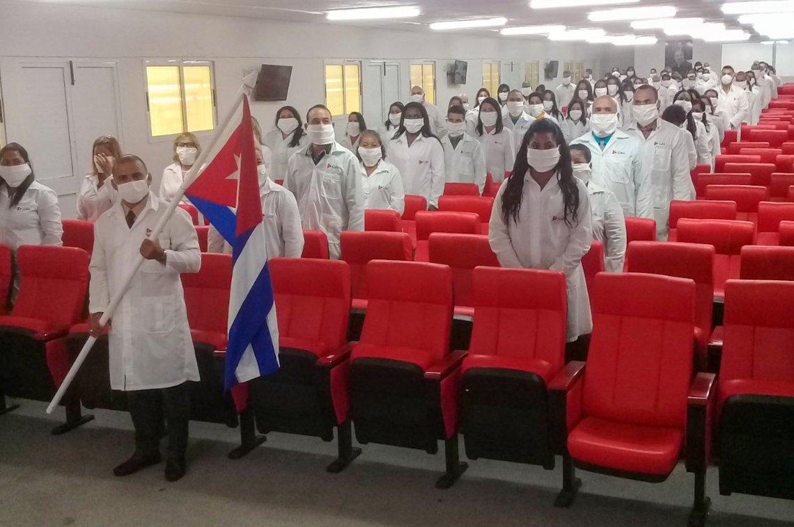 Coronavirus : 85 médicos cubanos llegan al Perú para sumar apoyo
