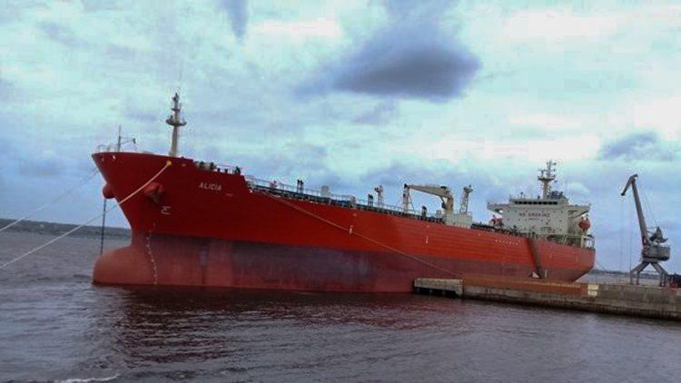Buque petrolero Alicia atracado en el puerto de Matanzas. Foto: juventudrebelde.cu