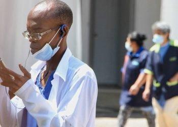 """Ciudad de México cerró un """"convenio de cooperación"""" con Cuba vigente hasta el mes de agosto por el que 585 médicos de la Isla se han integrado en los hospitales capitalinos. Foto: animalpolitico.com"""