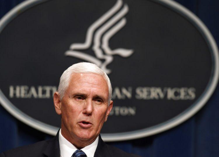 El vicepresidente Mike Pence habla durante una conferencia de prensa en el Departamento de Salud y Servicios Humanos, en Washington, el viernes 26 de junio de 2020. Foto: Susan Walsh/AP.