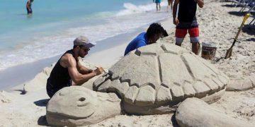 Varadero reabre sus playas al publico cubano a partir de este miércoles. Foto: EFE/ Yander Zamora.