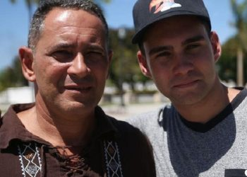 Elián González junto a su padre Juan Miguel. Foto: Carla D. Martínez/Especial GFR Media, tomada de ww.elnuevodia.com