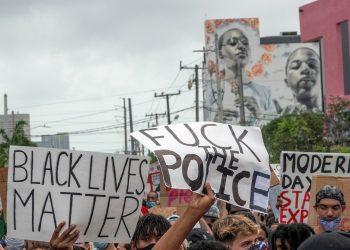 Manifestantes desfilan en el barrio de Wynwood, Miami, el viernes 5 de junio por la muerte de George Flynn. Foto: Cristóbal Herrera/Efe.