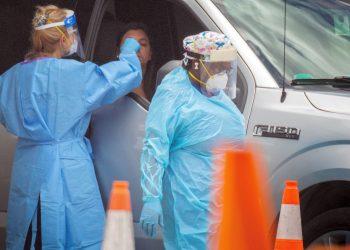 Miembros de la Guardia Nacional del Ejército de Florida toman pruebas de coronavirus en Miami, Florida, el 18 de junio de 2020. Foto: Cristóbal Herrera/EFE.