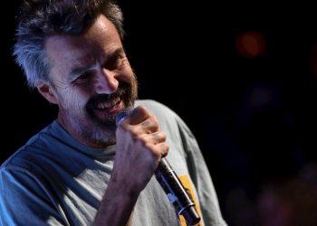 El líder de Jarabe de Palo, Pau Donés, ha fallecido en Barcelona a los 53 años de edad a consecuencia del cáncer contra el que estuvo batallando desde 2015, según ha informado la familia. Foto: Enric Fontcuberta/EFE, archivo