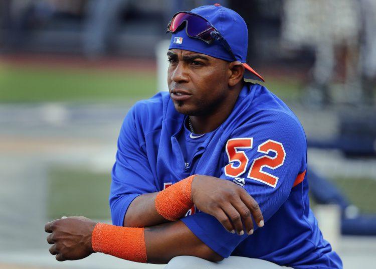 El cubano de los Mets de Nueva York Yoenis Cespedes se prepara para un juego ante los Yanquis de Nueva York en Nueva York. Foto: Julie Jacobson/AP/ Archivo