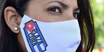 Turín despide a los médicos y enfermeros cubanos que ayudaron contra el coronavirus. Foto: Alessandro Di Marco / EFE.