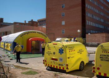 Hospital de campaña, formado por tres módulos independientes, junto al Hospital Universitario Arnau de Vilanova de Lleida, ante los nuevos brotes de coronavirus surgidos en los últimos días en esta demarcación española. Foto: Ramón Gabriel / EFE.