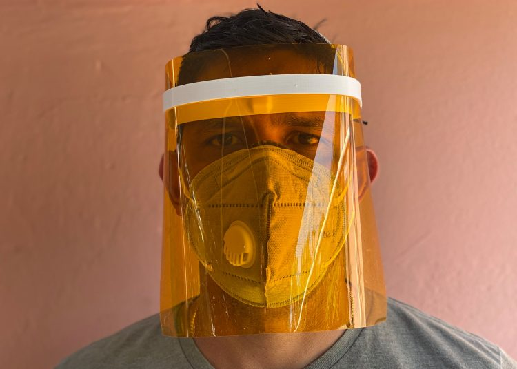 3D-Fab Crearte, taller de servicios de modelado e impresiones en 3D,  ha producido varios modelos de protectores faciales y válvulas para el sistema de respiración asistida. Foto: Facebook.
