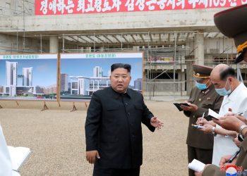 Kim Jong Un declaró el estado de emergencia sanitaria en la ciudad de Kaesong este viernes al reportarse el primer sospechoso a la Covid-19 en Corea del Norte. Foto: infobae.com