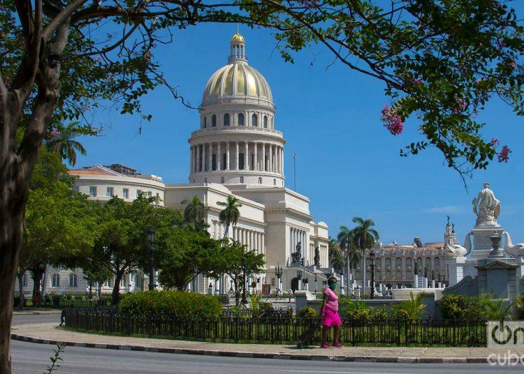 Capitolio de La Habana.Primer día de la desescalada. Foto: Otmaro Rodríguez