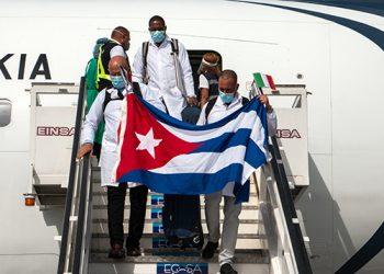 Llegada de los colaboradores cubanos de la salud procedentes de Turín, Italia. Foto: Abel Padrón Padilla/Cubadebate.