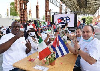 La brigada sanitaria cubana que asistió a Turín, Italia, en medio de la pandemia regresará a la Isla el martes. Foto: EFE//EPA/Alessandro Di Marco.
