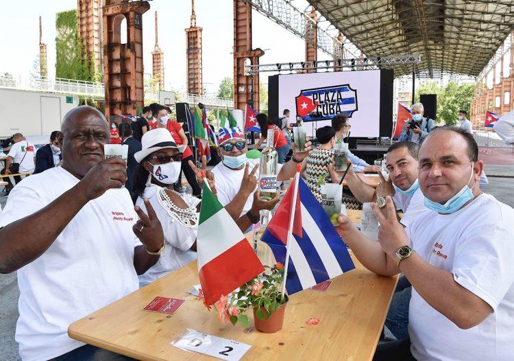 Brigada sanitaria cubana que asistió a Turín, Italia, en medio de la pandemia. Foto: Alessandro Di Marco/EFE/EPA/Archivo.