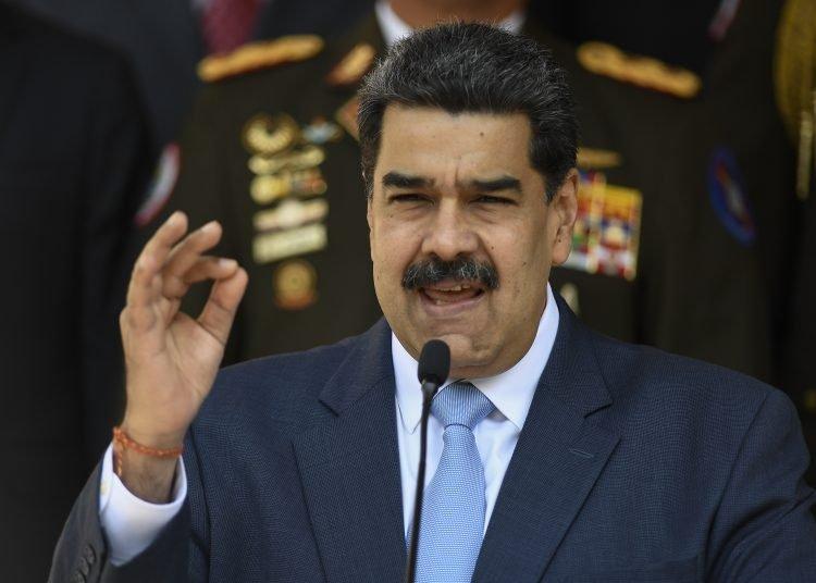 El presidente de Venezuela, Nicolás Maduro, durante una conferencia de prensa desde el palacio presidencial de Miraflores, en Caracas.  Foto: Matias Delacroix, AP, archivo